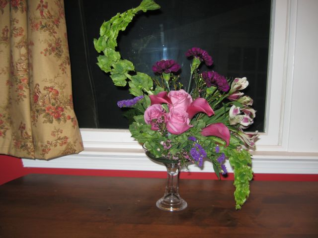 Hogarth Curve Arrangement - Hannah's Floral Design